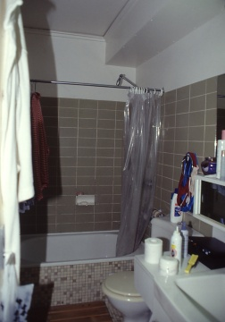 Perraton Apartment 26_bathroom_before_Stephen Varady Photo ©