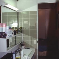 Perraton Apartment 28_bathroom_before_Stephen Varady Photo ©