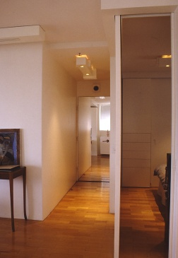 Perraton Apartment 37_view to entry 2_Stephen Varady Photo ©