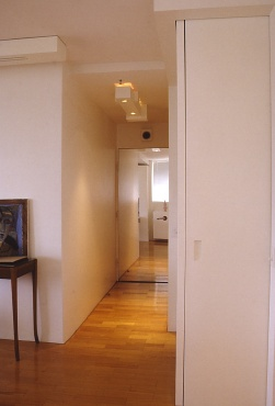Perraton Apartment 38_view to entry 3_Stephen Varady Photo ©
