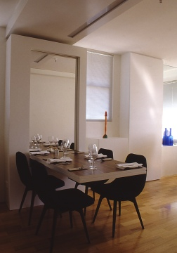 Perraton Apartment 41_cantilevered dining table 1_Stephen Varady Photo ©