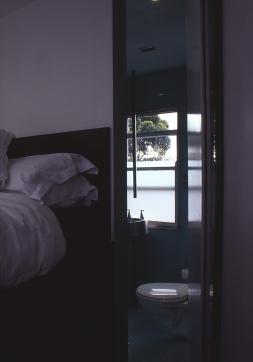 Church Street 07_view to bathroom_door open_Stephen Varady Photo ©