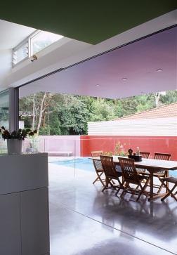 Fullagar Residence 12_outdoor dining + pool_Stephen Varady Photo ©