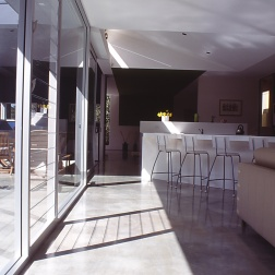 Fullagar Residence 15_winter sun on concrete floor_Stephen Varady Photo ©