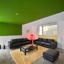 Fullagar Residence 19_living room with green ceiling strip_John Gollings Photo ©