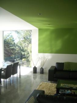 Fullagar Residence 20_living + dining with green ceiling strip 1_Stephen Varady Photo ©