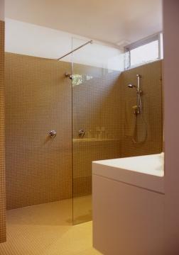 Fullagar Residence 34_parents' bathroom 1_Stephen Varady Photo ©