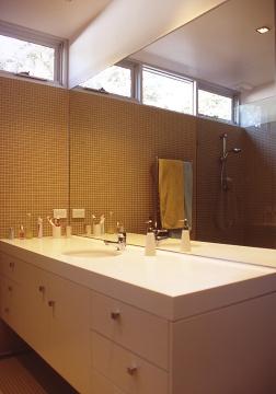 Fullagar Residence 35_parents' bathroom 2_Stephen Varady Photo ©