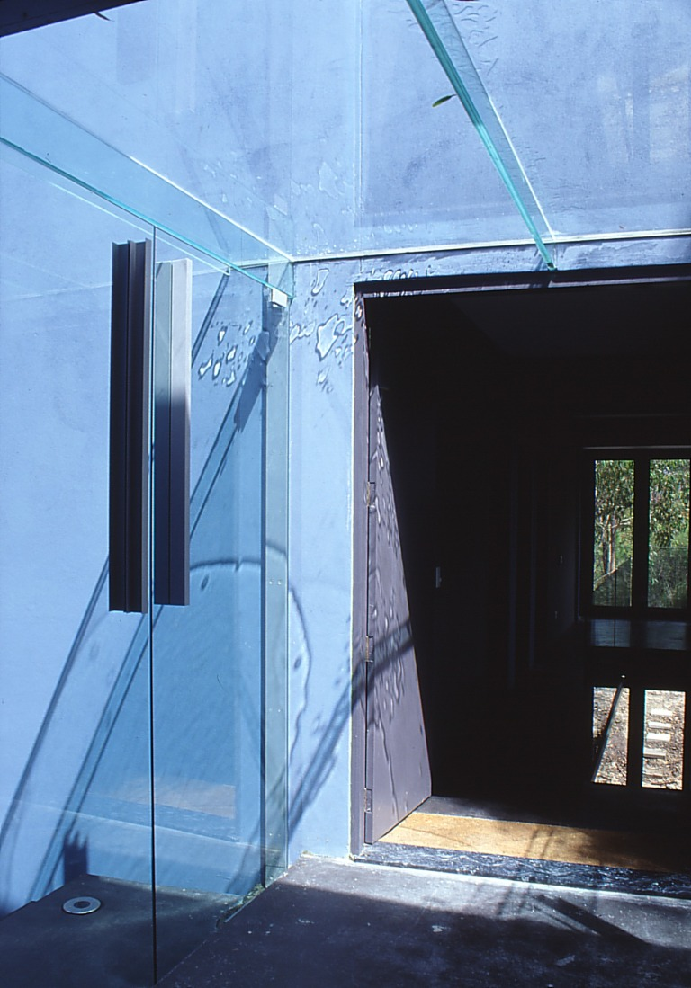 Larson Kelly Residence 13_glass entry_Stephen Varady Photo ©