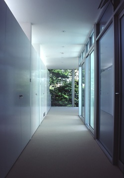 McCarthy Residence 19_hallway + dressing room_Stephen Varady Photo ©
