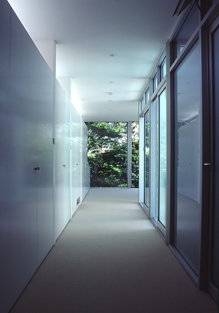 McCarthy Residence 19_hallway + dressing room_Stephen Varady Photo ©