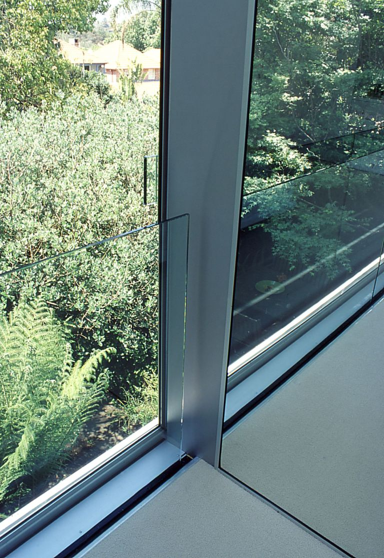 McCarthy Residence 25_sliding door + balustrade detail_closed_Stephen Varady Photo ©