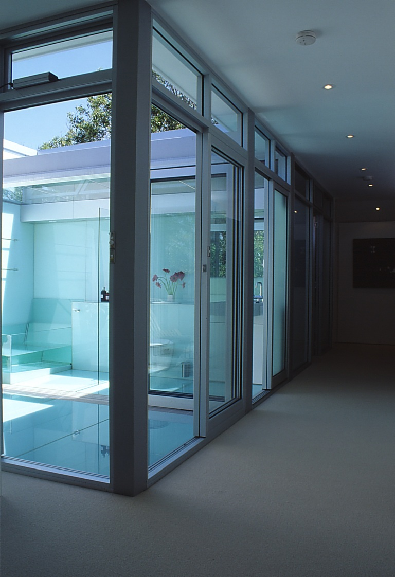 McCarthy Residence 31_glass courtyard + hallway_Stephen Varady Photo ©