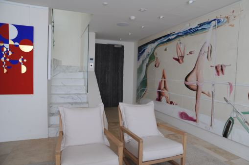 Nasteski Bondi Pacific Penthouse 10_entry after with 'Bondi Beach' by Brett Whiteley 4_Stephen Varady Photo ©