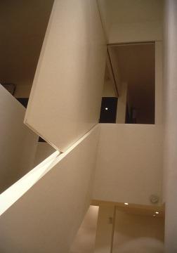 Slobom Residence #1_24_bedroom door hanging in stairwell_Stephen Varady Photo ©
