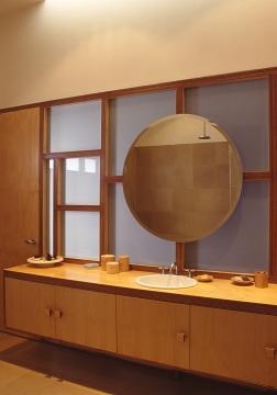Slobom Residence #1_31_en-suite bathroom_vanity bench_Stephen Varady Photo ©