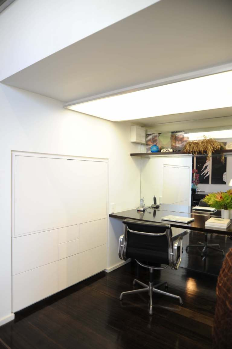Hynes Apartment 09_study_closed_Stephen Varady Photo ©