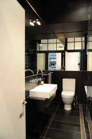 Hynes Apartment 15_black bathroom 1_Stephen Varady Photo ©