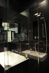 Hynes Apartment 19_black bathroom 5_Stephen Varady Photo ©