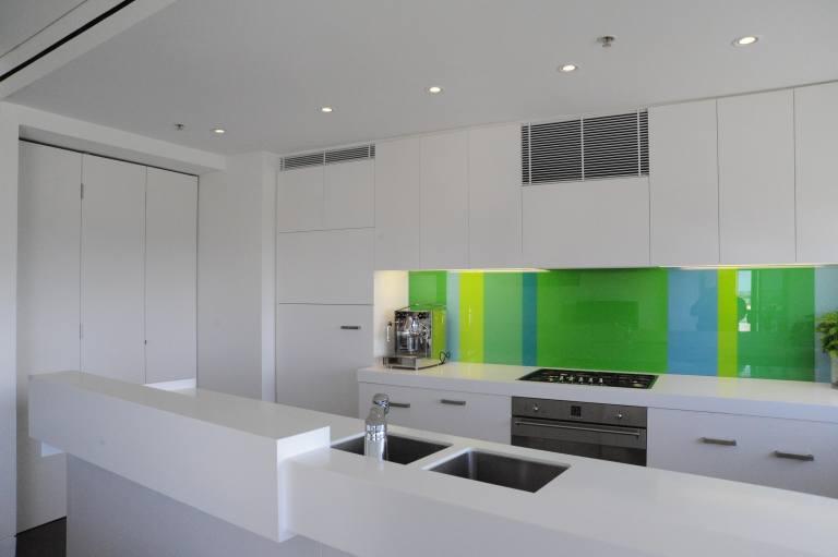 Moss Buswell Apartment 01_kitchen 1_Stephen Varady Photo ©