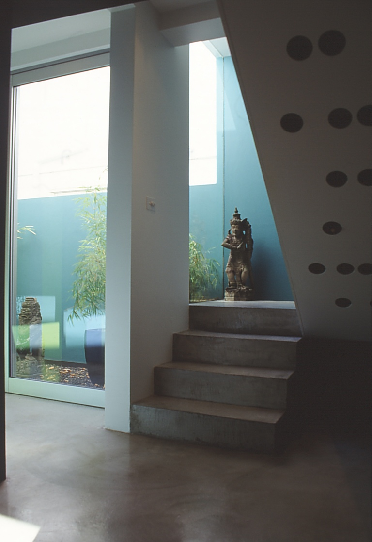 Pace McEwin Residence 12_stair + courtyard_Stephen Varady Photo ©