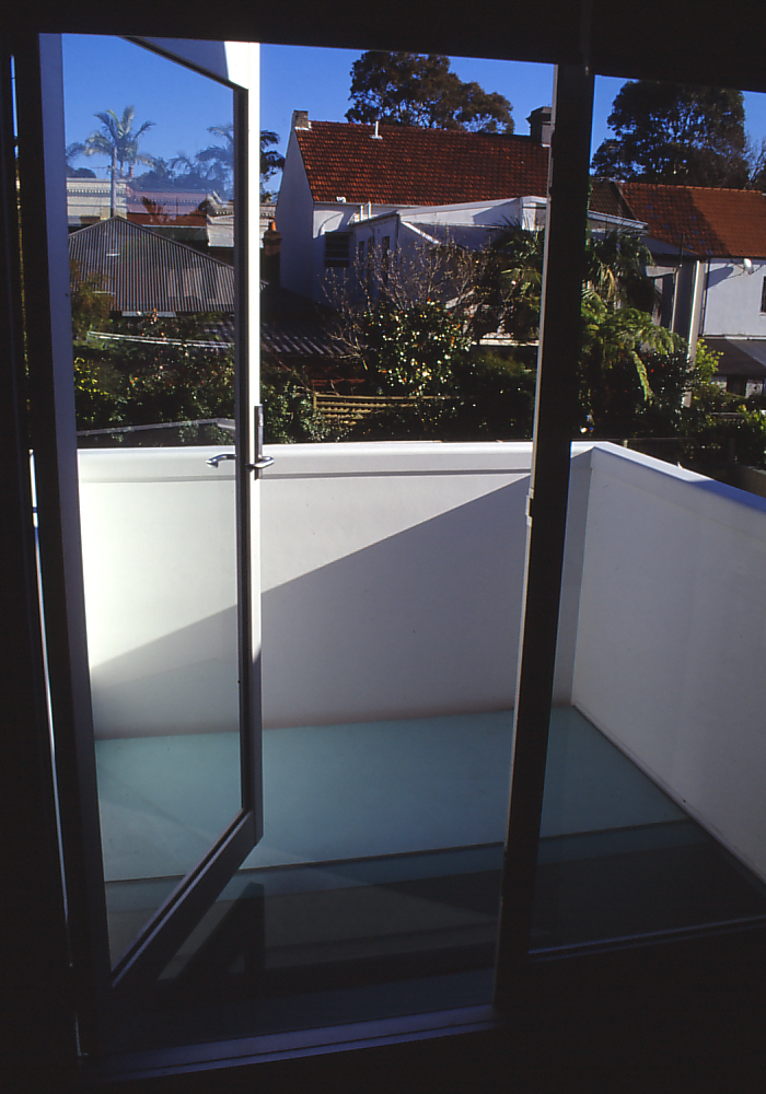 Pace McEwin Residence 40_bedroom_glass floor balcony_Stephen Varady Photo ©