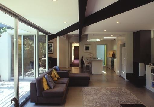 McEwin Pace Residence 07_living + kitchen 2_Stephen Varady Photo ©