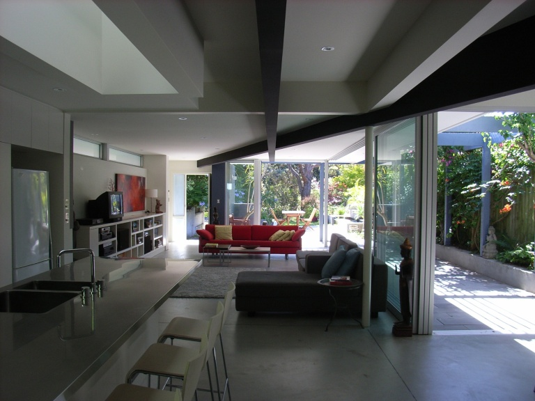 McEwin Pace Residence 12_kitchen + living_Stephen Varady Photo ©