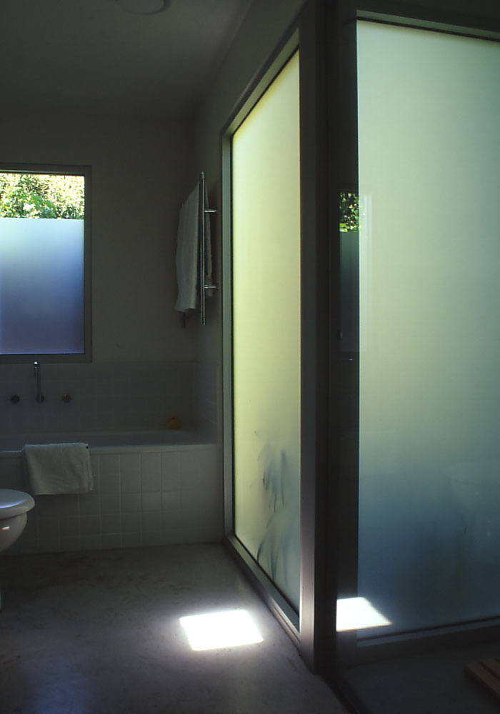 McEwin Pace Residence 22_bathroom 2_Stephen Varady Photo ©