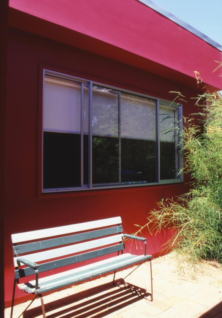 McEwin Pace Residence 32_magenta courtyard 1_Stephen Varady Photo ©