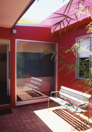 McEwin Pace Residence 33_magenta courtyard 2_Stephen Varady Photo ©